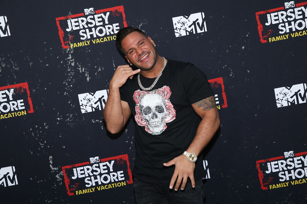 Ronnie ortiz-magro making call me gesture
