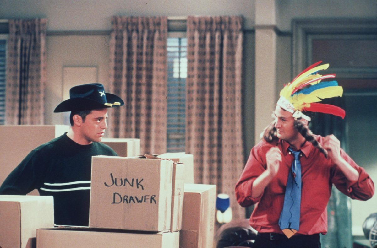 Chandler and Joey pack up their apartment