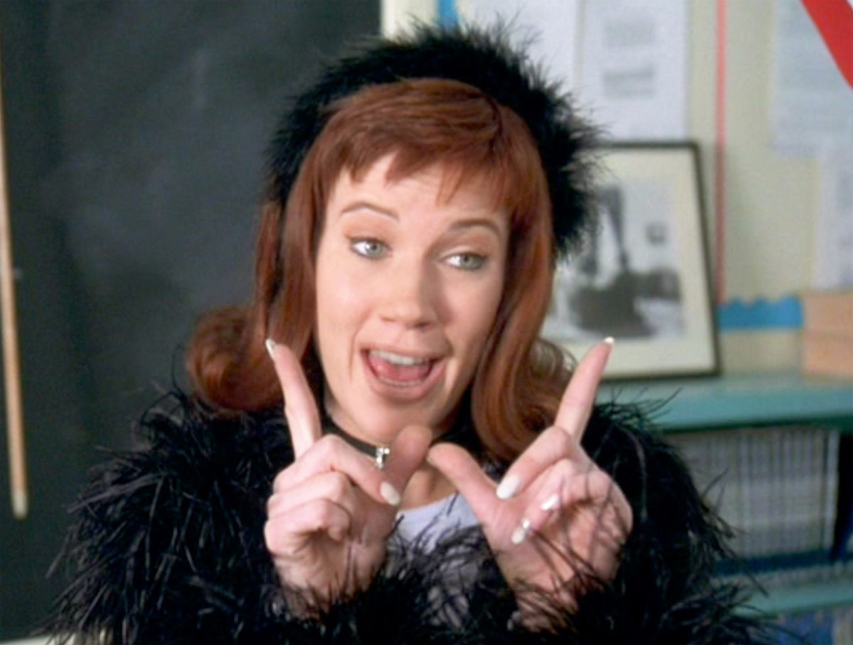 Elisa Donovan as Amber making a 'W' with her hands in 'Clueless'
