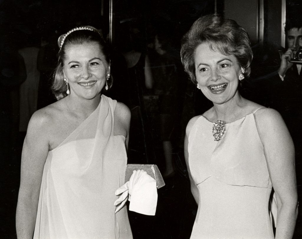 Olivia de Havilland (right) and her sister, actor Joan Fontaine in 1967