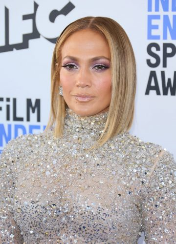 Jennifer Lopez Faces Criticism for Recent Selfie; Accused of Cultural Appropriation