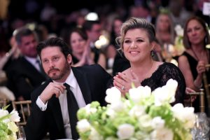 Is Kelly Clarkson's Cover of Nelly Furtado's 'I'm Like A Bird' a Message to Her Soon-To-Be Ex-Husband?