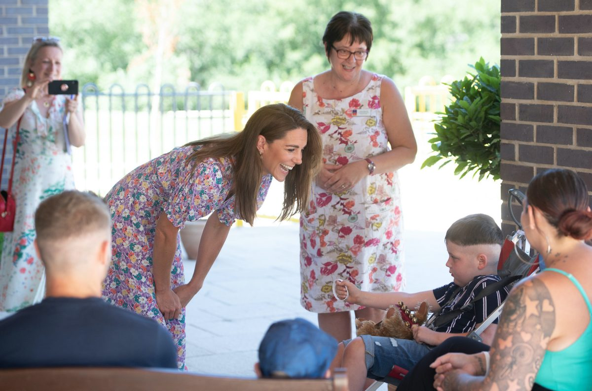 Kate Middleton meets a family visiting EACH Hospice