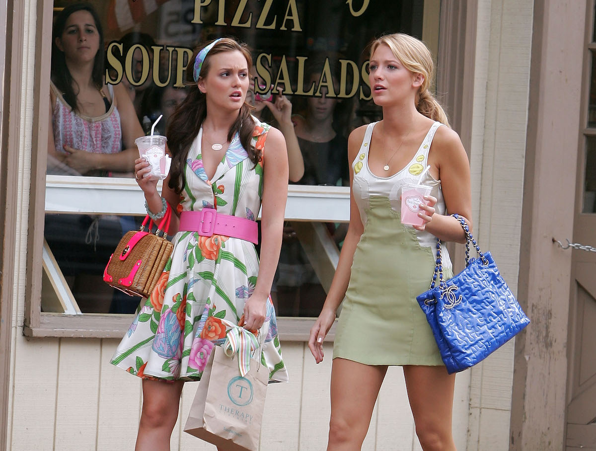 Leighton Meester and Blake Lively walk together filming a scene in 'Gossip Girl'