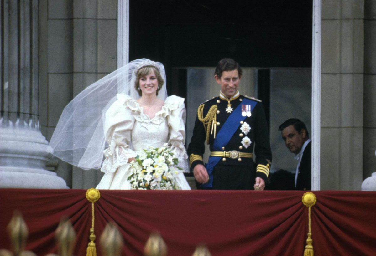 Princess Diana and Prince Charles standing on the balcony of Buckingham Palace after their royal wedding