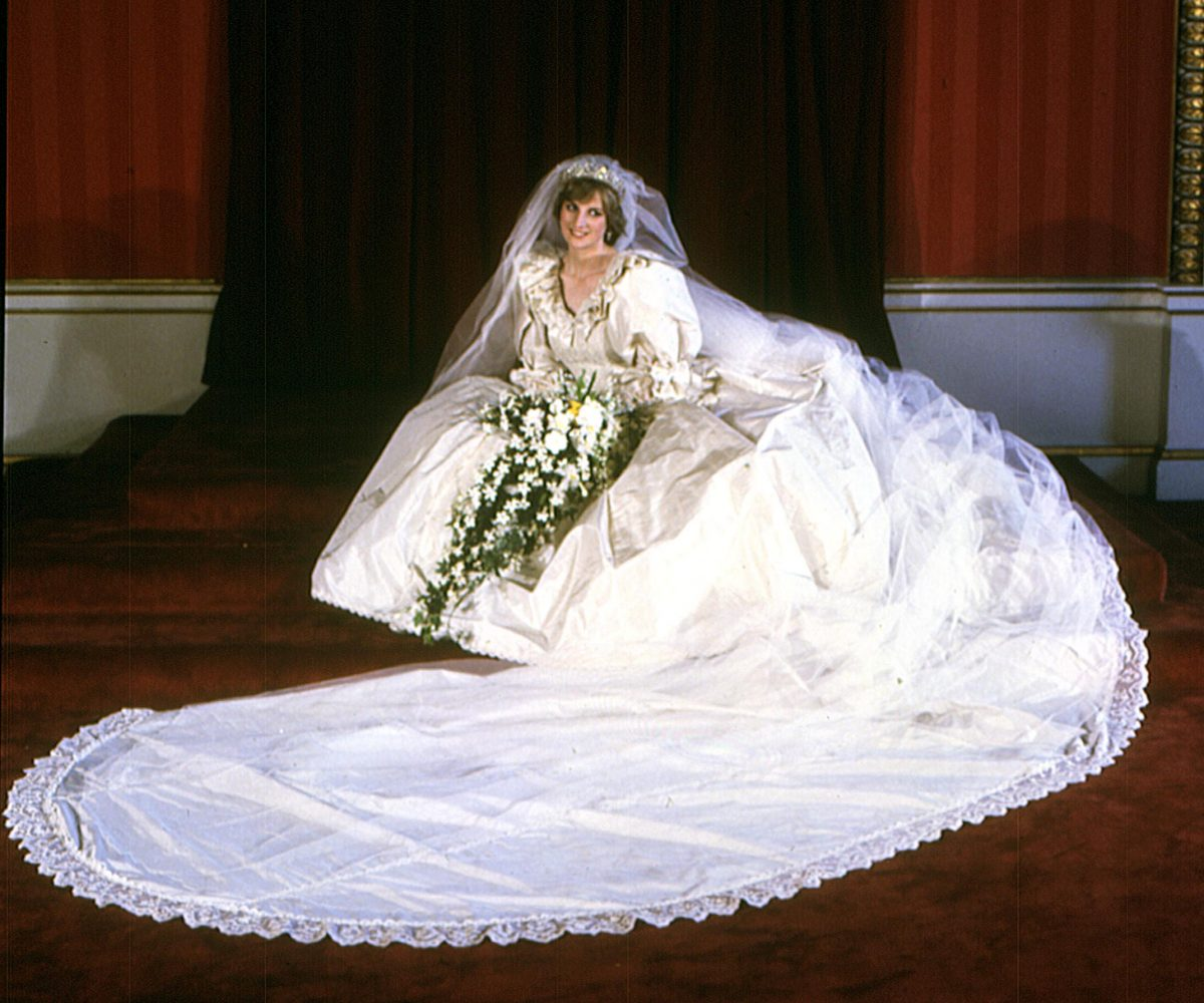 Princess Diana poses in her royal wedding dress