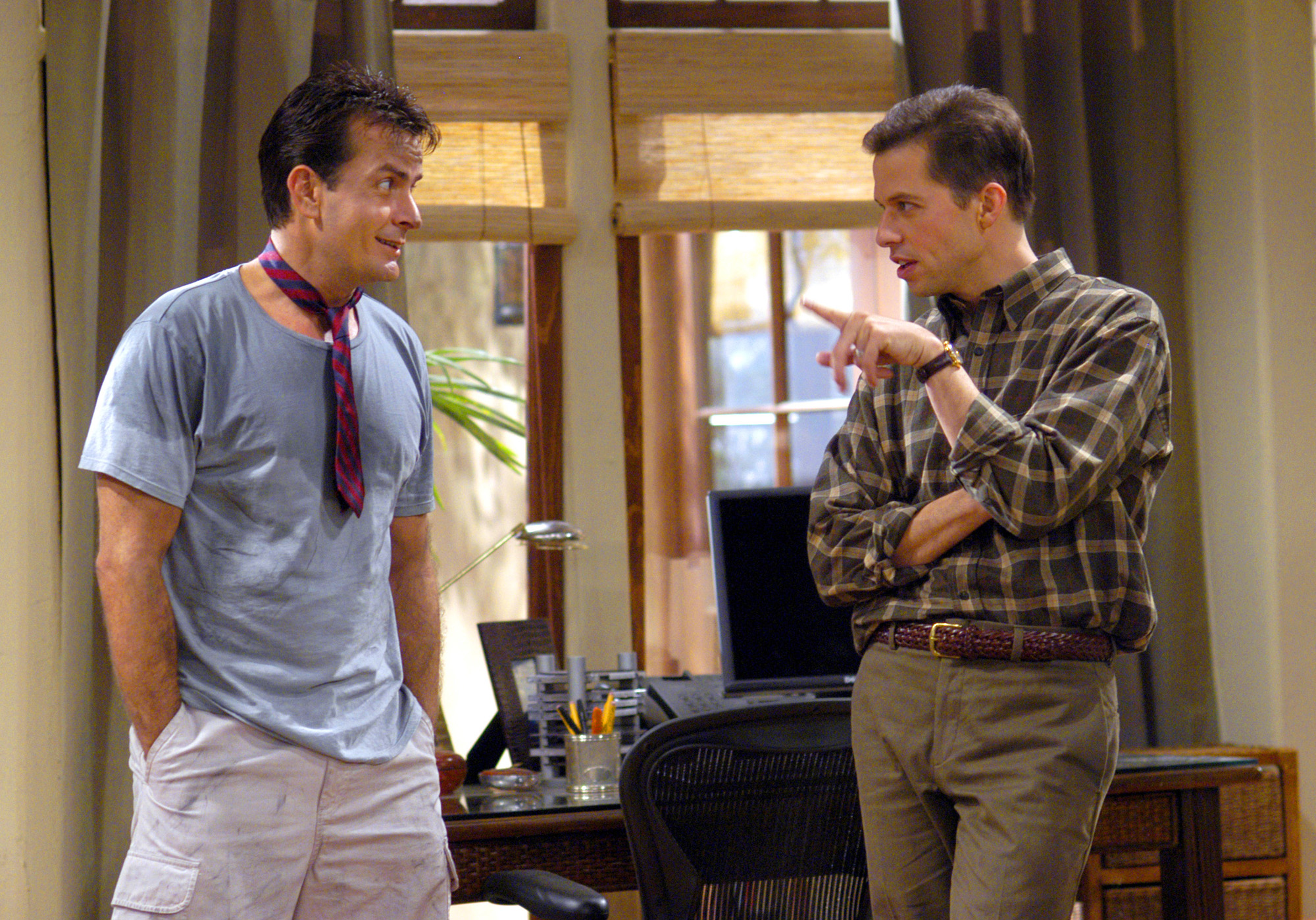 Charlie Harper (Charlie Sheen, left) and Alan Harper (Jon Cryer, right) argue over how to raise Alan's son, Jake on Two and a Half Men