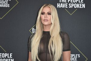 Fans Are Confused About Khloé Kardashian's Face and Plump Lips in Her Latest Instagram Pics