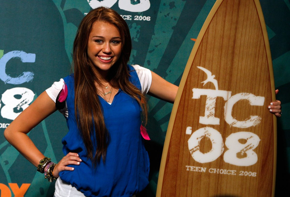 Actress Miley Cyrus poses during the 2008 Teen Choice Awards on August 3, 2008 in Los Angeles, California.