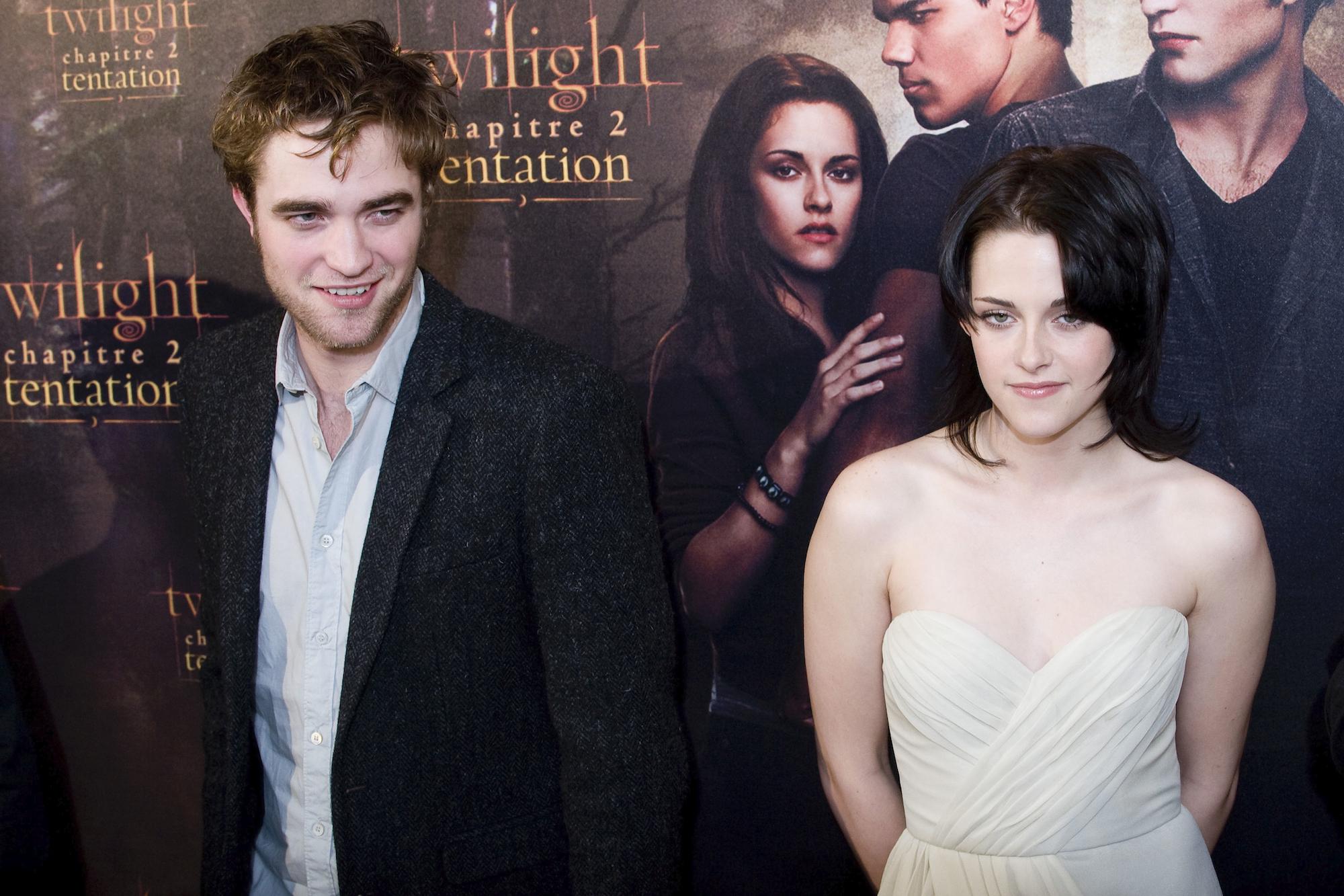 Robert Pattinson and Kristen Stewart at the 'The Twilight Saga: New Moon' premiere in Paris.