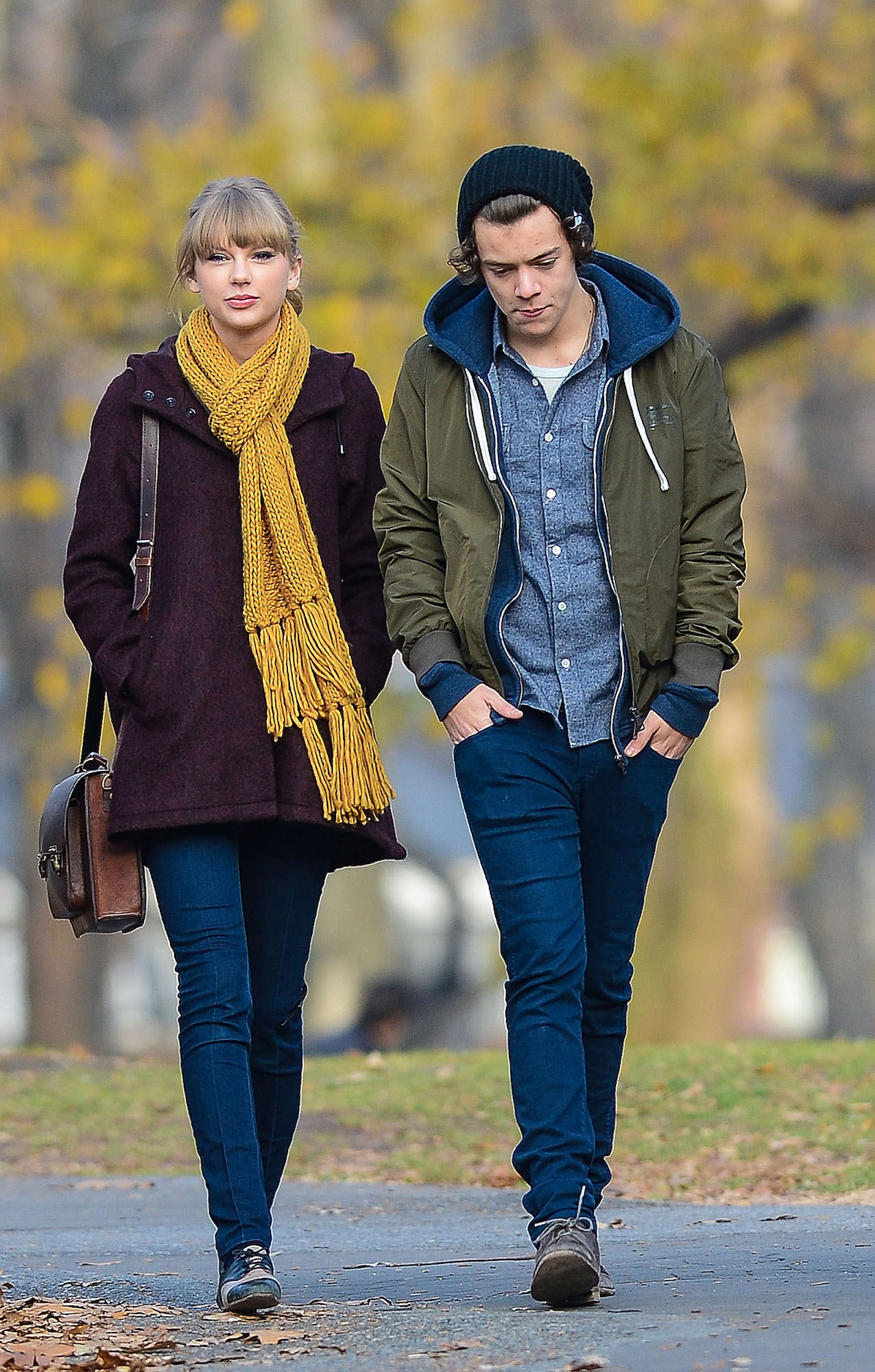 Taylor Swift and Harry Styles walking around Central Park, December 02, 2012.