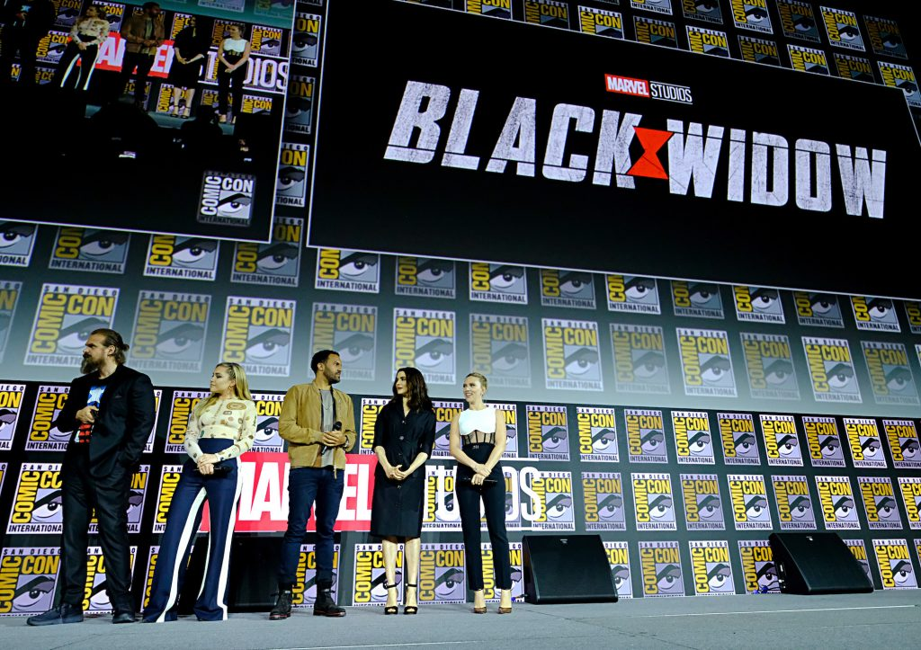 (L-R) David Harbour, Florence Pugh, O-T Fagbenle, Rachel Weisz and Scarlett Johansson in front of 'Black Widow' sign