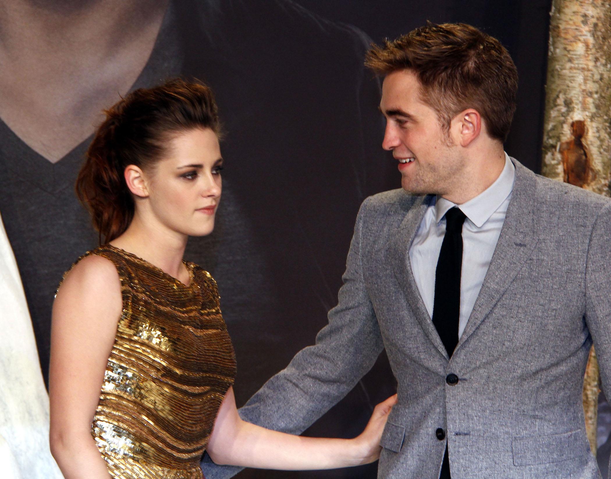 On robert kristen stewart pattinson Robert Pattinson