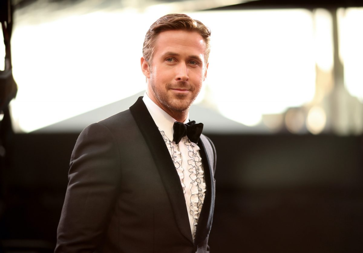 Ryan Gosling poses on the red carpet at the 2017 Academy Awards