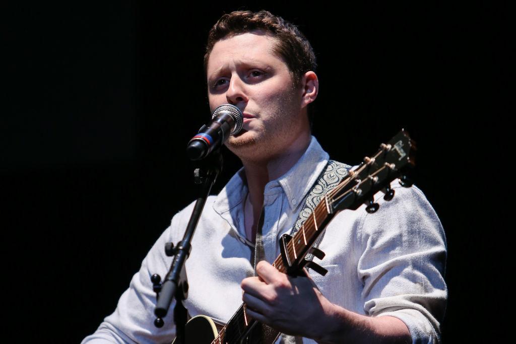 Schitt's Creek star Noah Reid singing