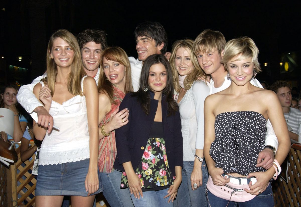 'The O.C.' cast poses for photos while meeting fans