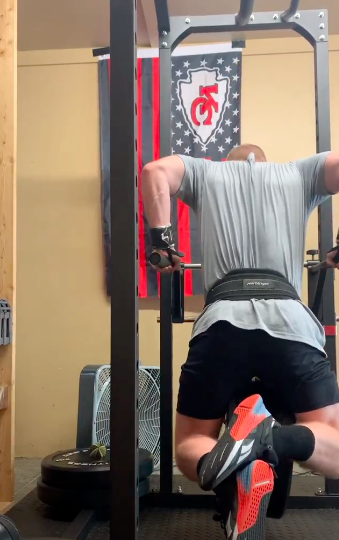 Wes Bergmann from 'The Challenge' lifting weights