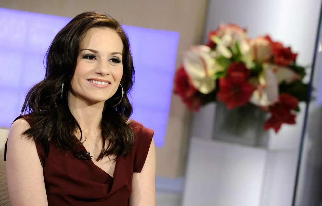 Kara DioGuardi with flowers