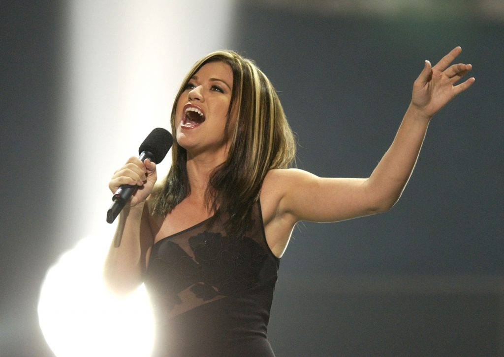 Kelly Clarkson singing into a microphone