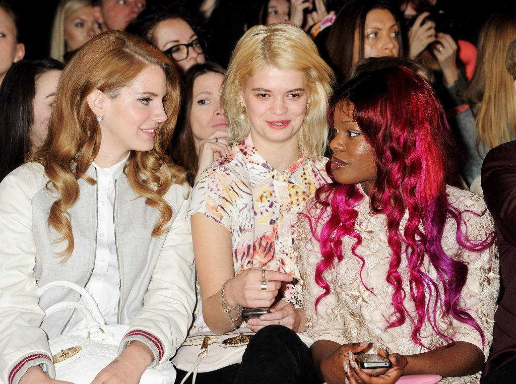 Lana Del Rey, Pixie Geldof, and Azealia Banks sitting in a row