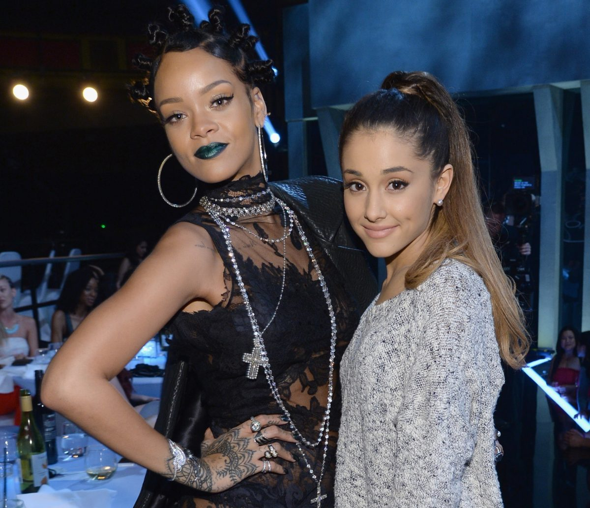 (l-r) Singers Rihanna and Ariana Grande attend the iHeartRadio Music Awards on May 1, 2014.