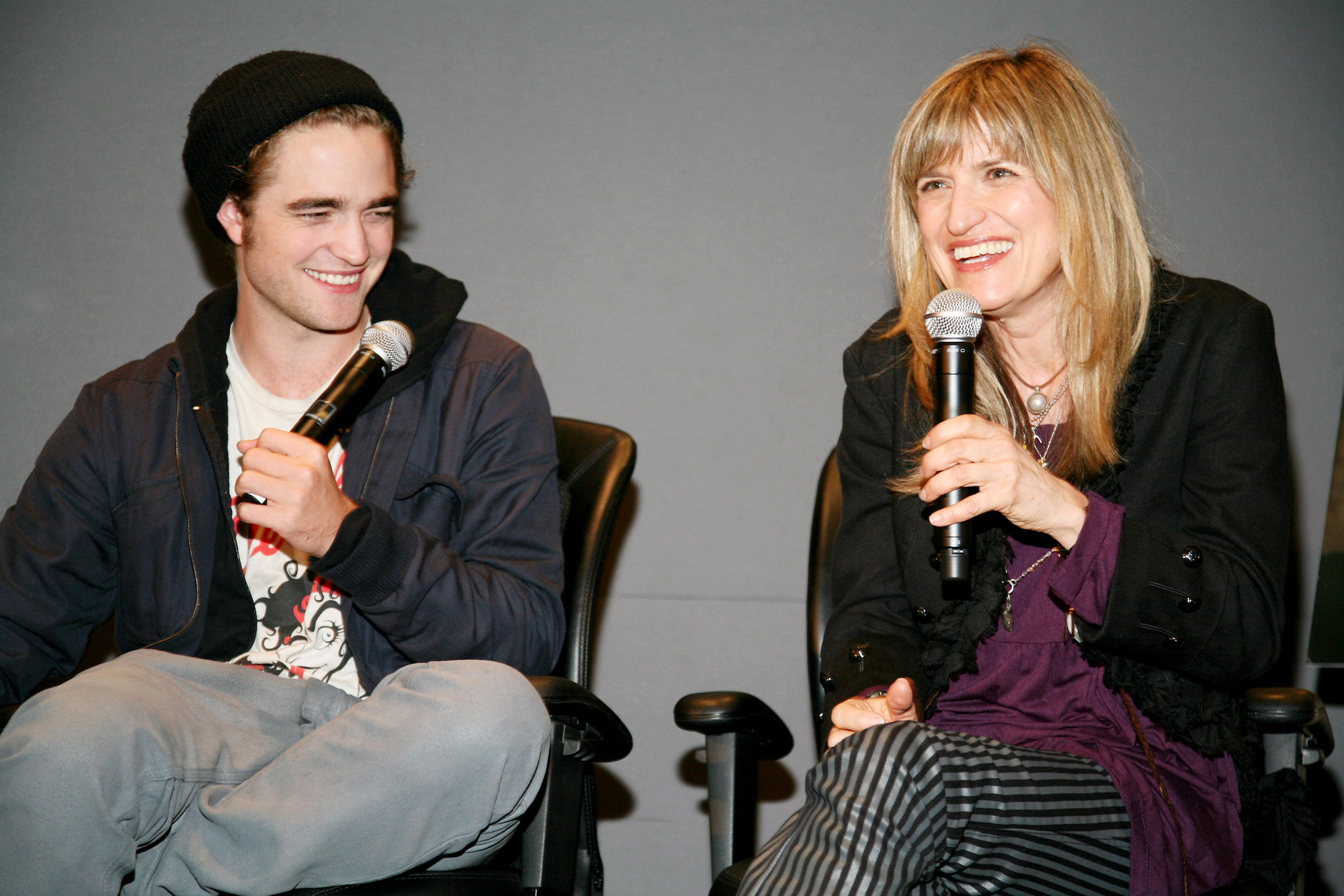 Robert Pattinson and Catherine Hardwicke promote 'Twilight' at the Apple Store on Nov. 3, 2008.