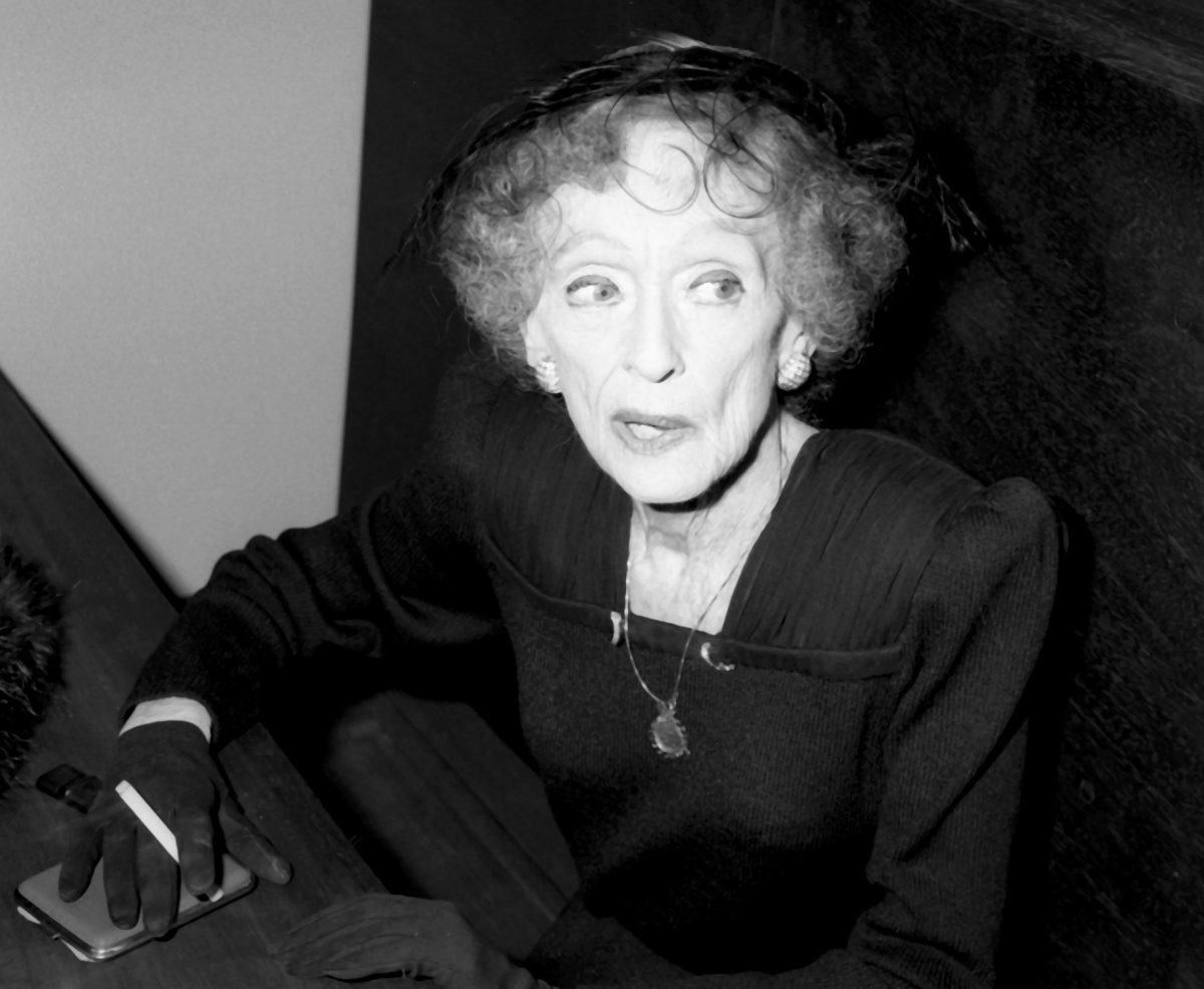 Bette Davis attends the American Film Institute Party on March 11, 1987 at Kat Mantilini Restaurant in Beverly Hills, California