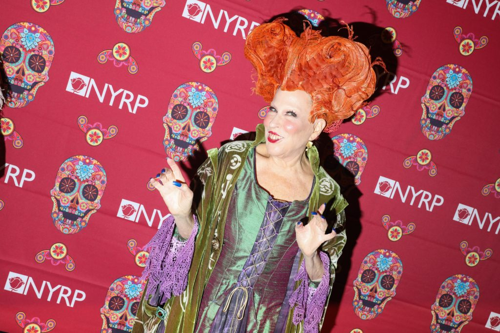 Bette Midler dressed as Winifred Sanderson from 'Hocus Pocus'