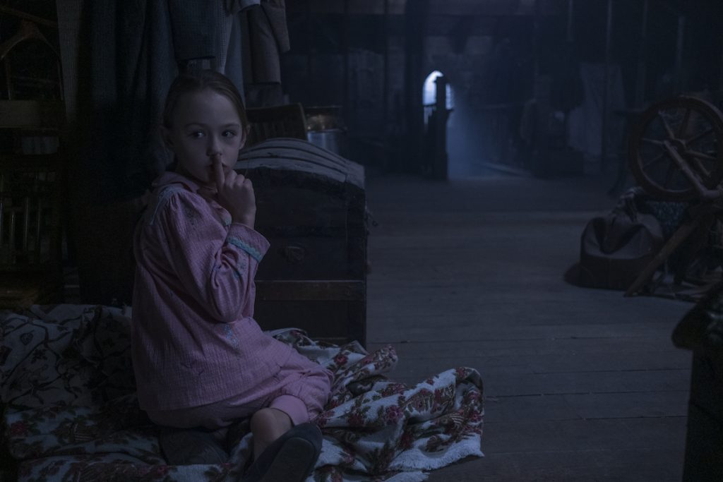 The Haunting of Bly Manor (L to r) Amelie Bae Smith as Flora in The Haunting of Bly Mano