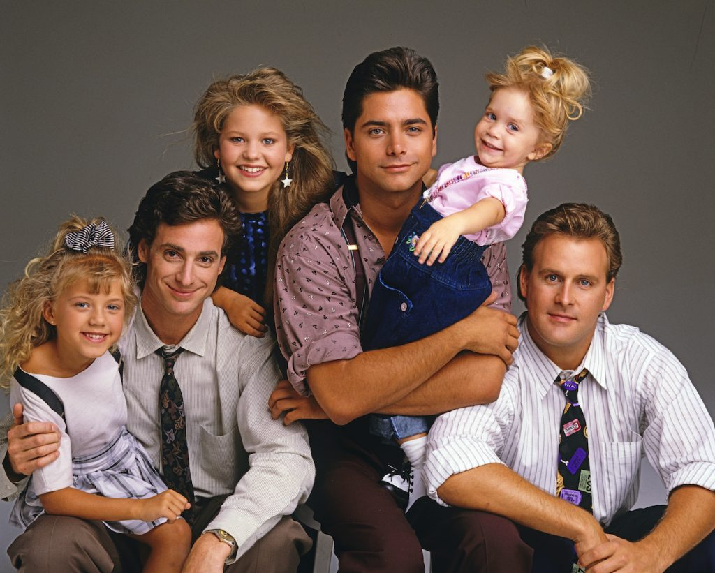 Cast of 'Full House' (l-r) Jodie Sweetin, Bob Saget, Candace Cameron, John Stamos, Mary Kate/Ashley Olsen, and Dave Coulier
