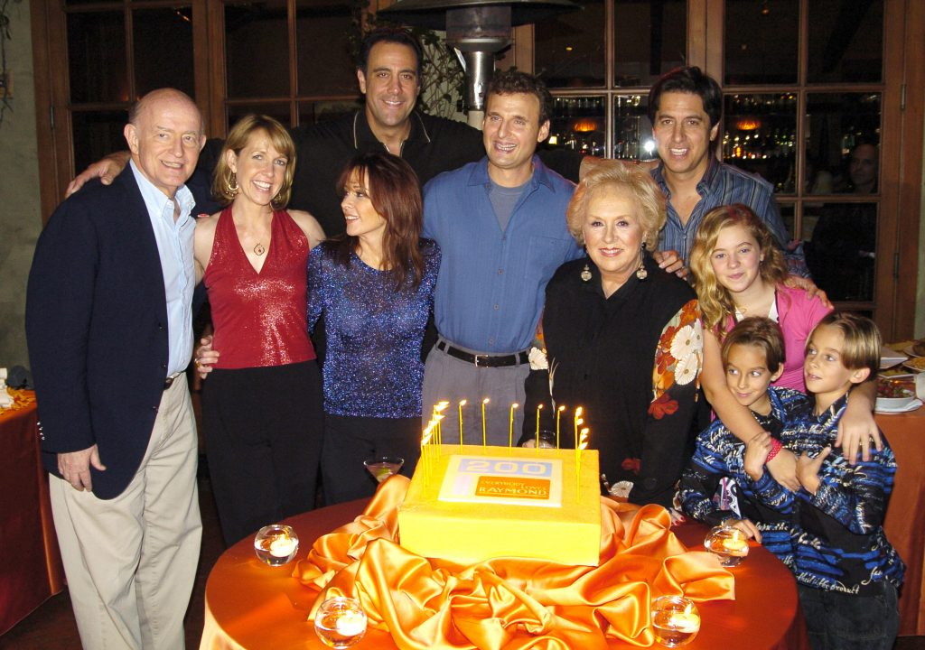 Phil Rosenthal, center, with the cast of 'Everybody Loves Raymond'