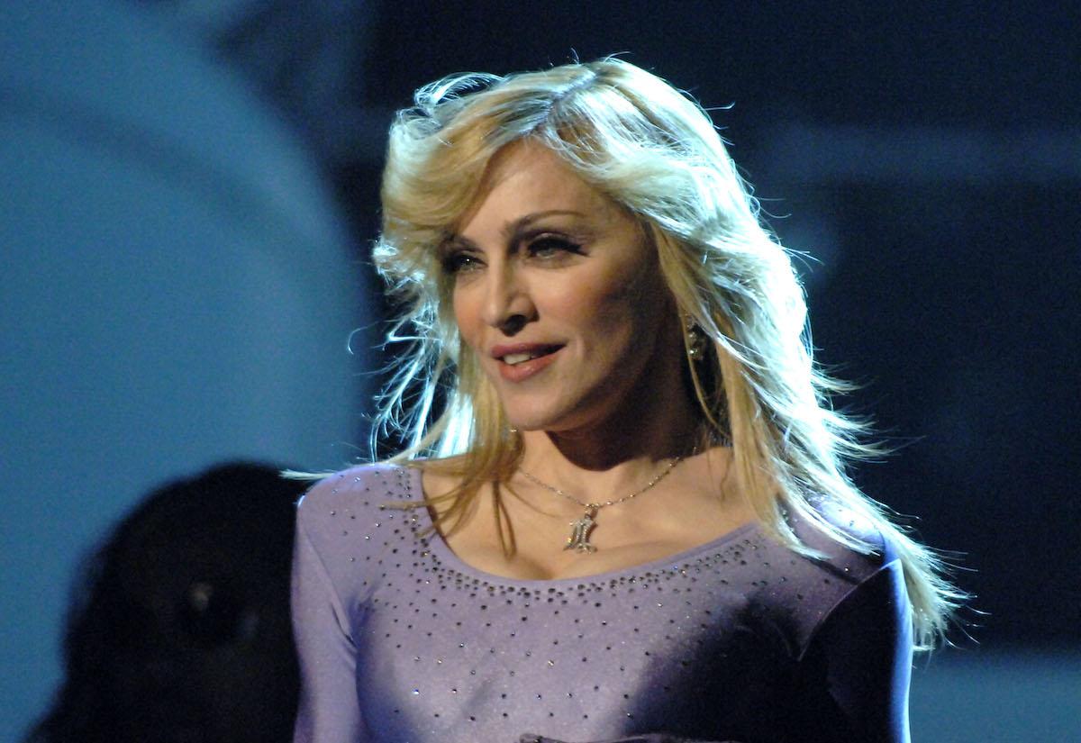 "Madonna performs ""Hung Up"""