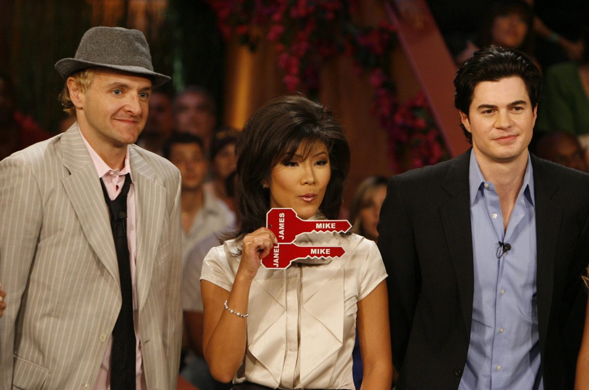 Mike Boogie Malin, 35, (L) with host Julie Chen and Will Kirby, wins Big Brother 7: All-Stars