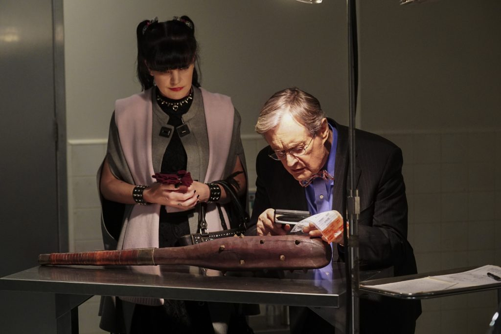 Pauley Perrette and David McCallum looking at a weapon on 'NCIS'
