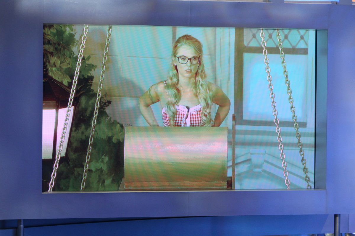 Nicole Franzel plays the final HOH competition on the Big Brother season 18 live finale