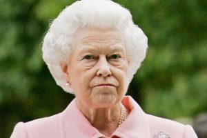With Queen Elizabeth II Out, Real Estate Agent Lists  Buckingham Palace for Sale on Website