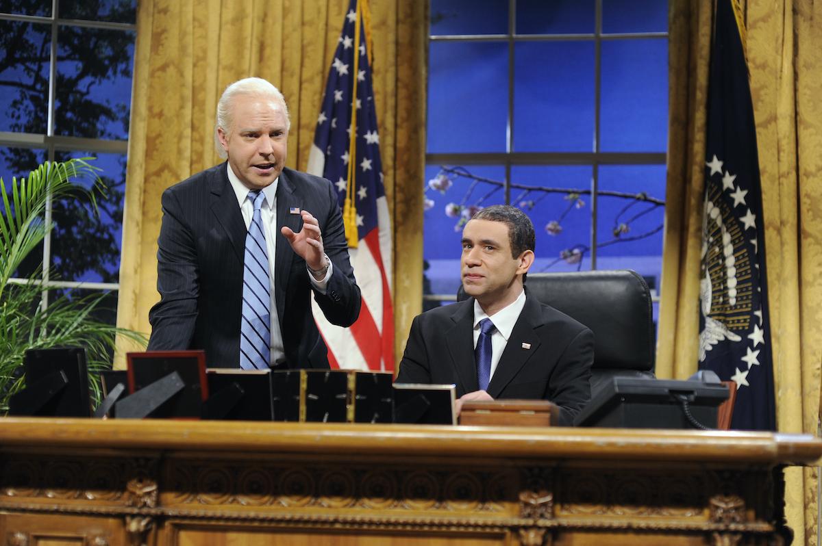 """Jason Sudeikis as Joseph Biden, Fred Armisen as Barack Obama during the """"Obama Returns"""" skit"""