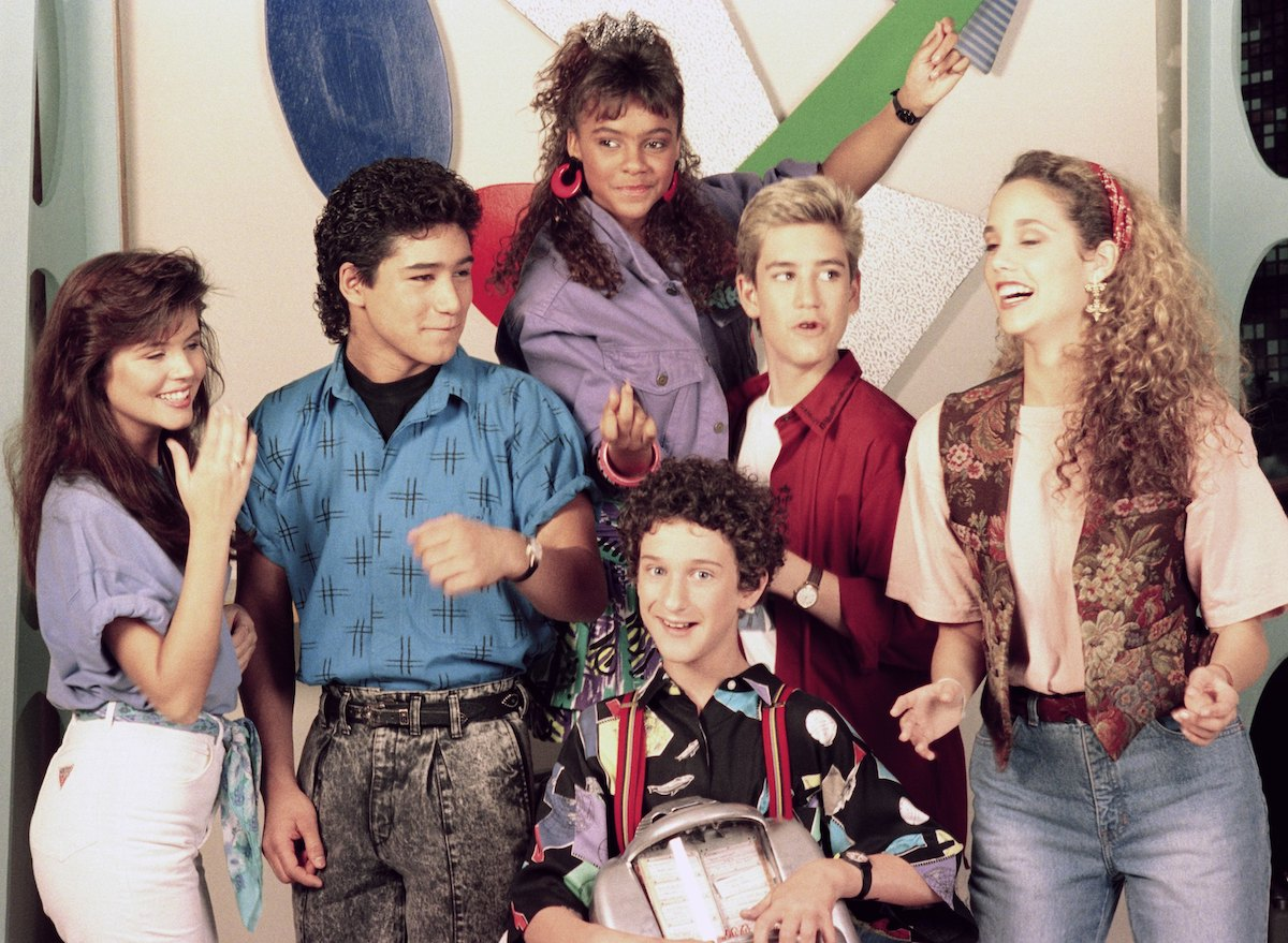Tiffani Thiessen as Kelly Kapowski, Mario Lopez as A.C. Slater, Lark Voorhies as Lisa Turtle, Dustin Diamond as Screech Powers, Mark-Paul Gosselaar as Zack Morris, Elizabeth Berkeley as Jessie Spano