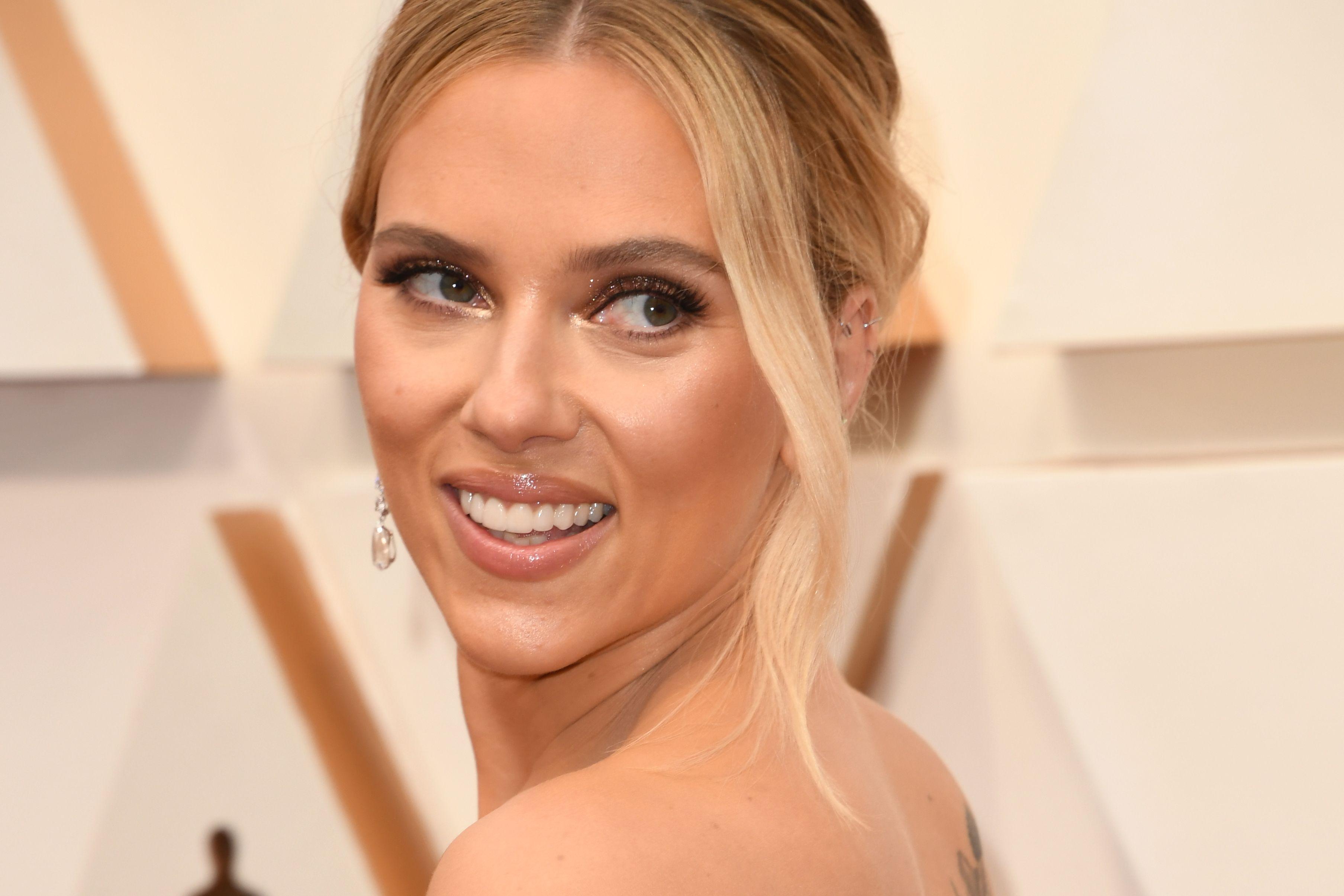 Scarlett Johansson Gave An Ex A Golden Gift With Teeth Literally