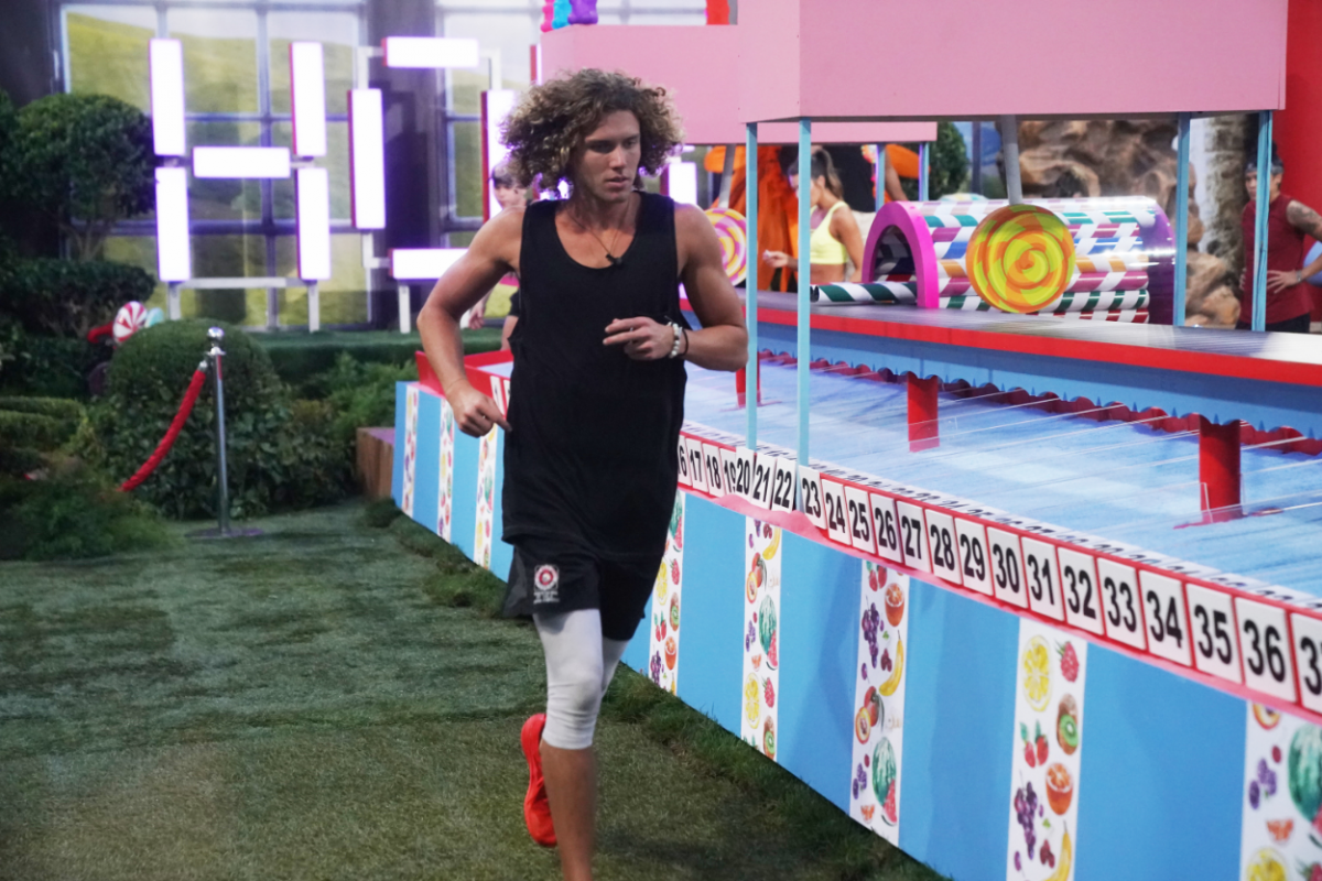 Tyler Crispen playing the HOH Comp - Sweet Shot on Big Brother