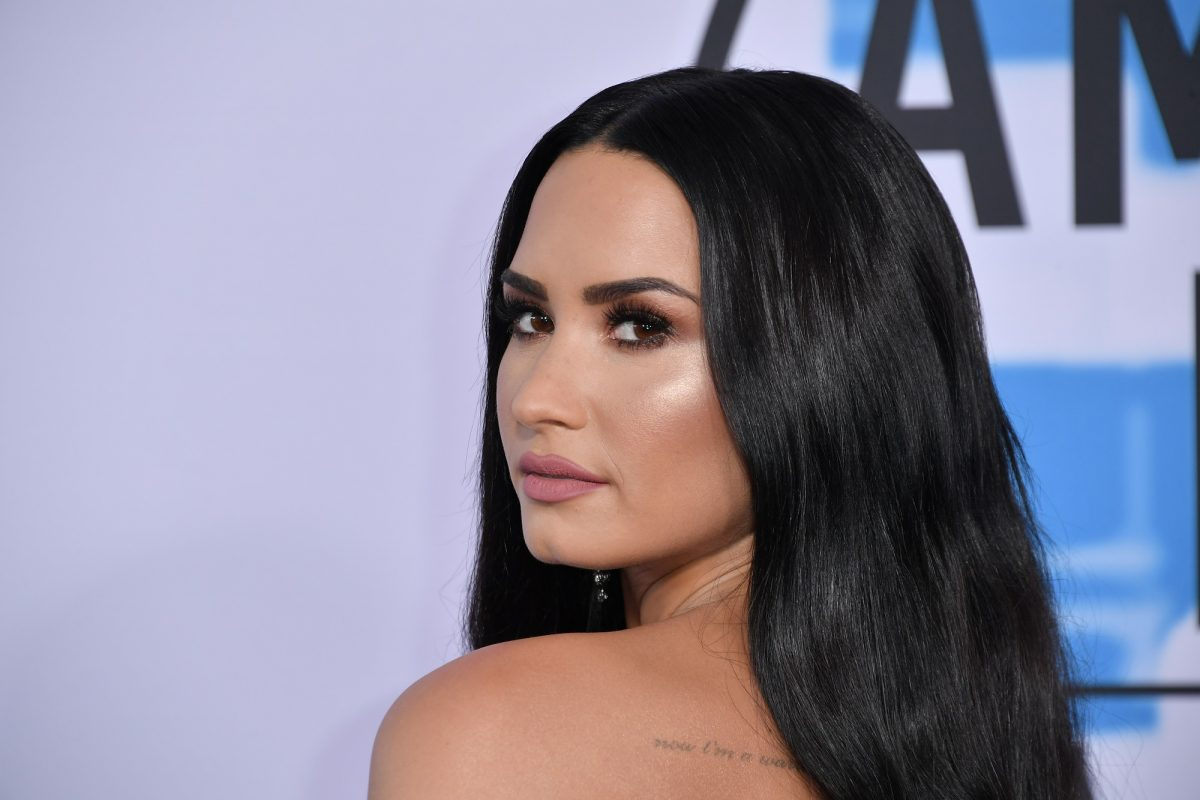 Demi Lovato attends the 2017 American Music Awards on November 19, 2017 in Los Angeles, California.