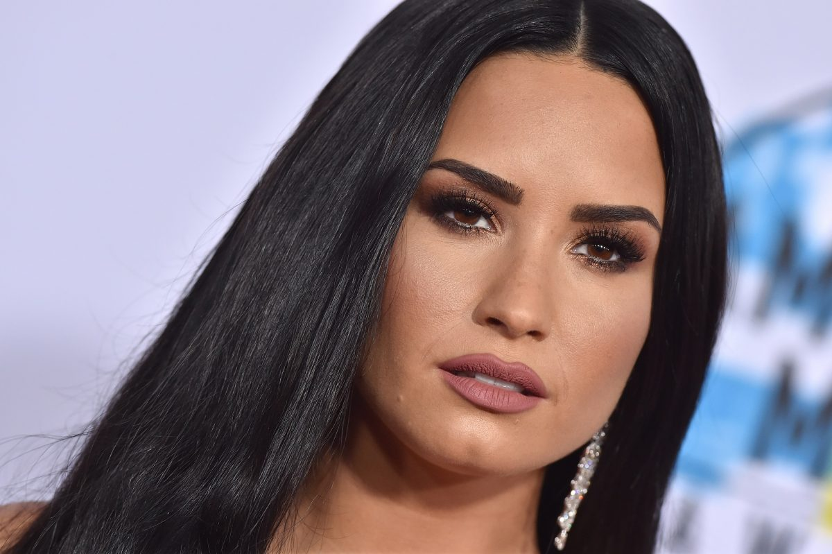 Demi Lovato arrives at the 2017 American Music Awards on November 19, 2017 in Los Angeles, California.