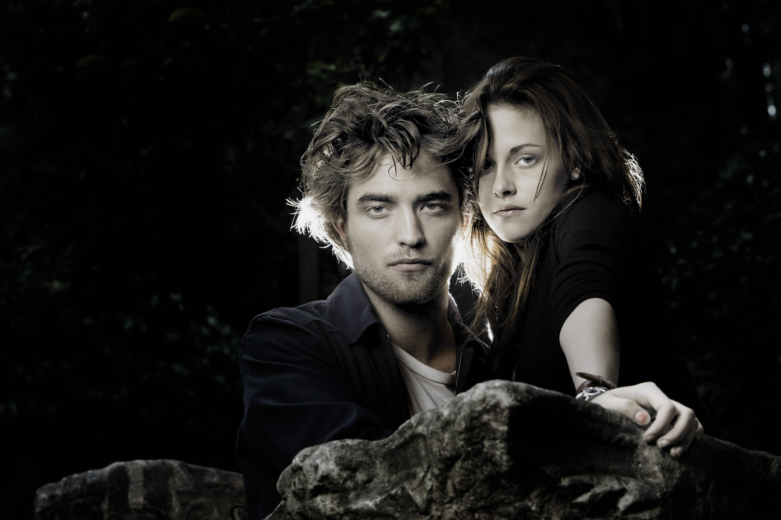 Robert Pattinson and Kristen Stewart pose for the 'Twilight' Portrait Session during the 3rd Rome International Film Festival on October 31, 2008 in Rome, Italy.