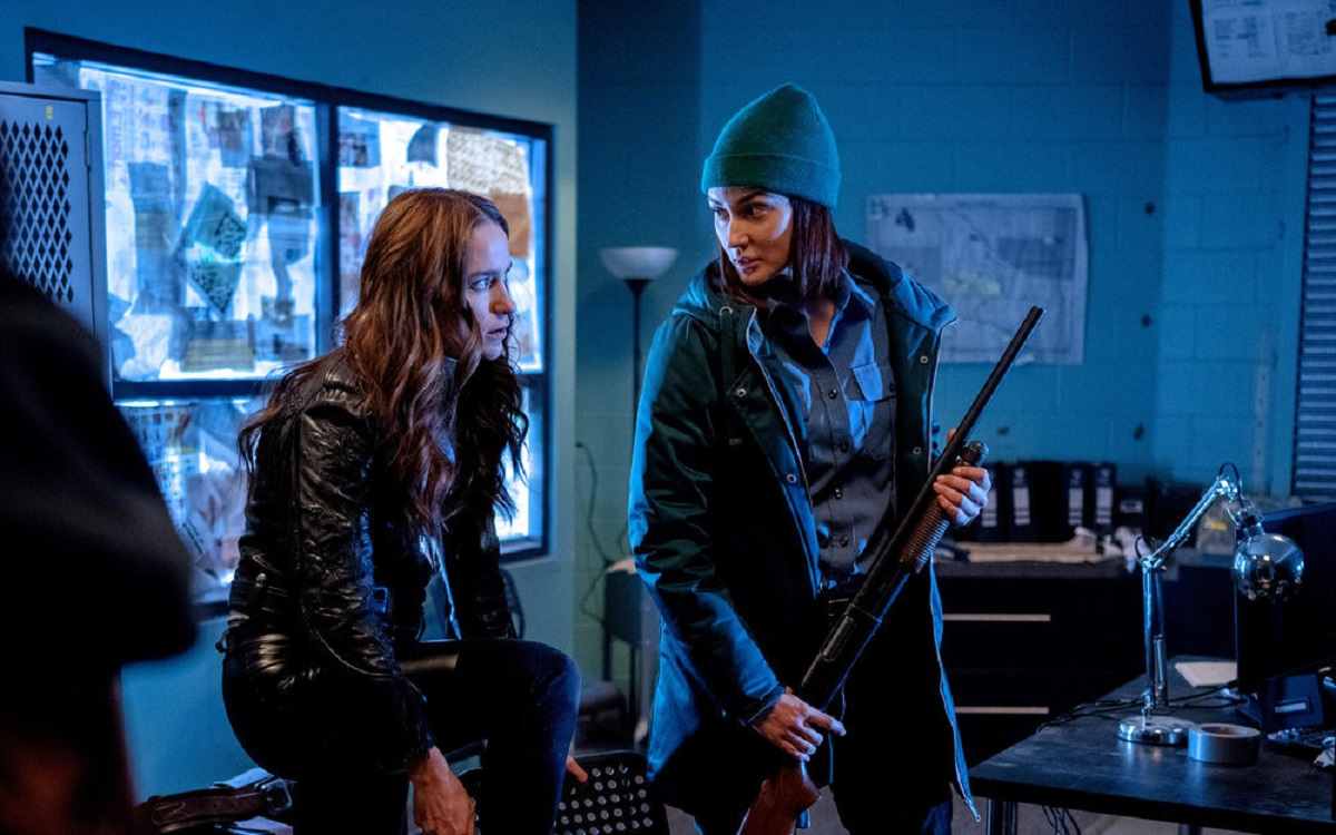 (l-r) Melanie Scrofano as Wynonna Earp, Katherine Barrell as Nicole Haught in 'Wynonna Earp' Episode 401 'On the Road Again'