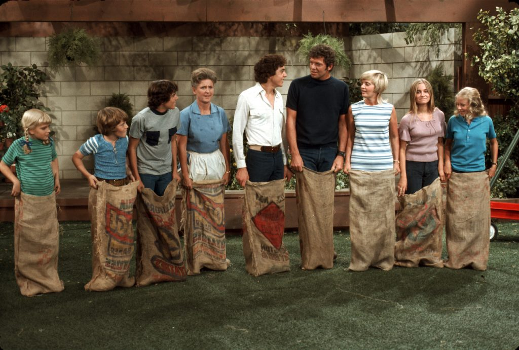 'The Brady Bunch': (l-r) Mike Lookinland, Christopher Knight, Barry Williams, Robert Reed, Florence Henderson, Maureen McCormick, Eve Plumb, and Susan Olsen