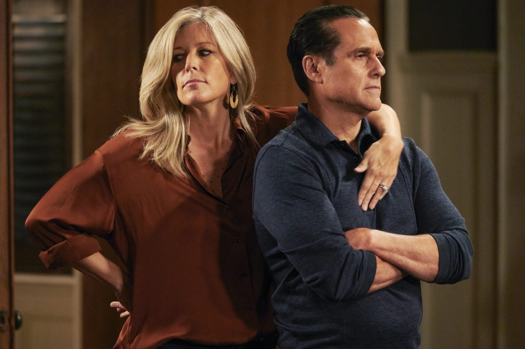(L-R) Laura Wright as Carly Corinthos and Maurice Benard as Sonny Corinthos, slightly embracing