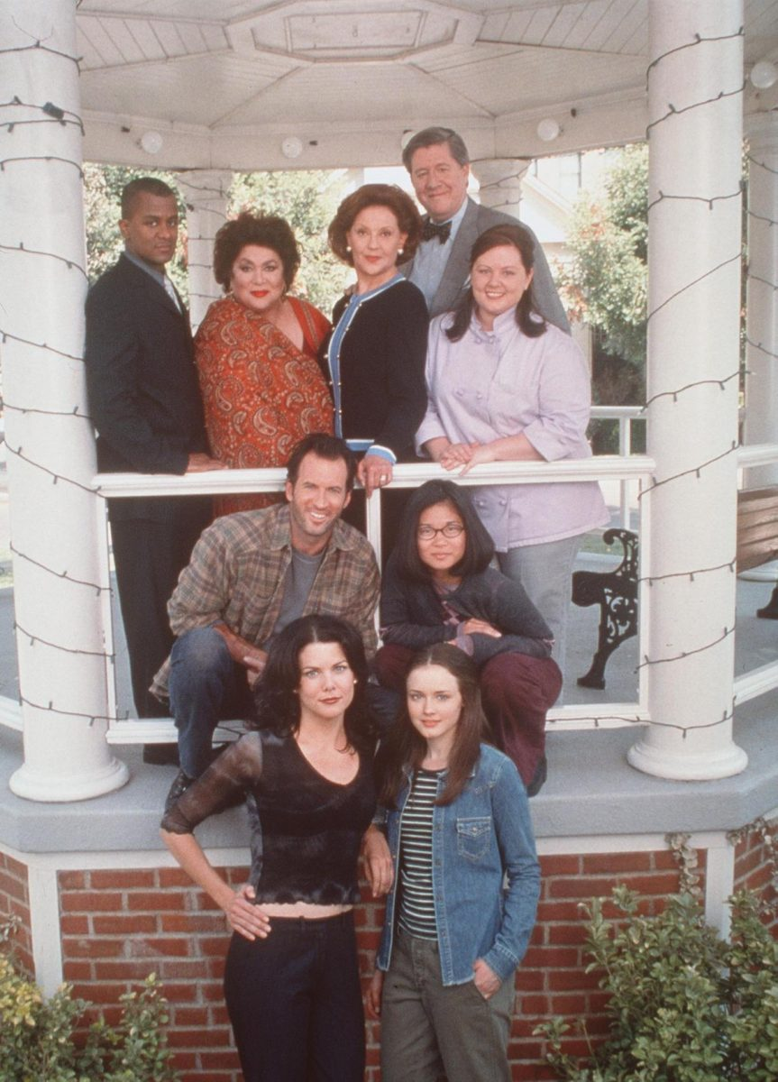'Gilmore Girls' cast members pose on set