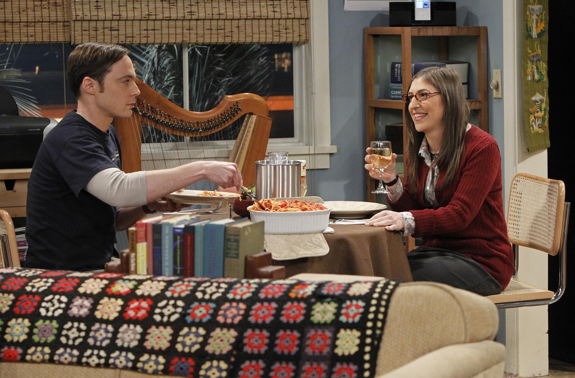 Jim Parsons and Mayim Biaik in 'The Big Bang Theory'