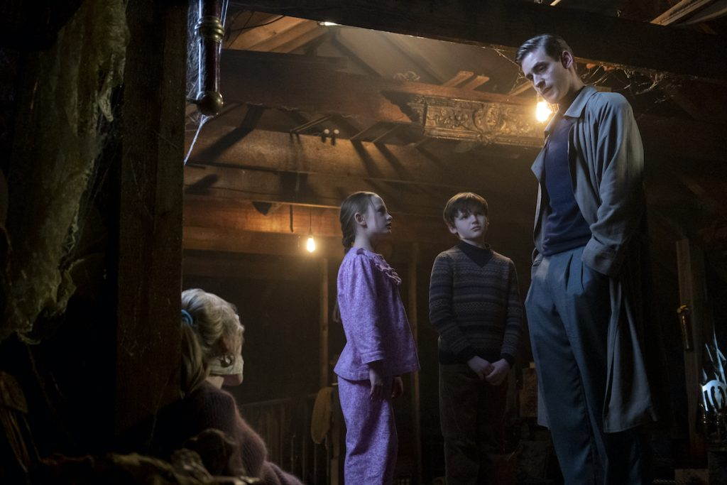 Victoria Pedretti, Amelie Smith, Benjamin Evan Ainsworth, and Oliver Jackson-Cohen in Netflix's 'The Haunting of Bly Manor' | Eike Schroter/Netflix