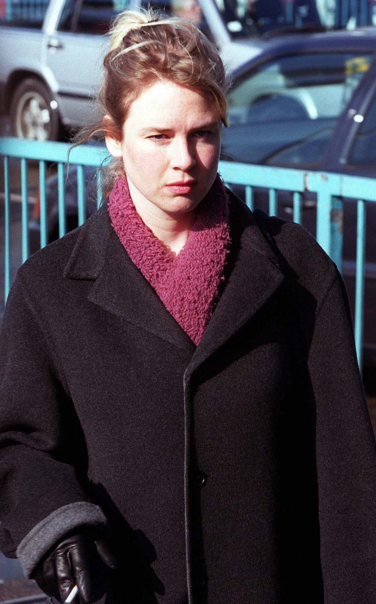 Renée Zellweger on the set of 'Bridget Jones's Diary'